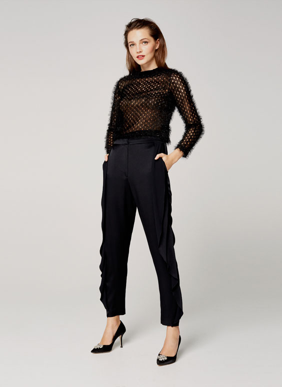 Trousers with wavy sides