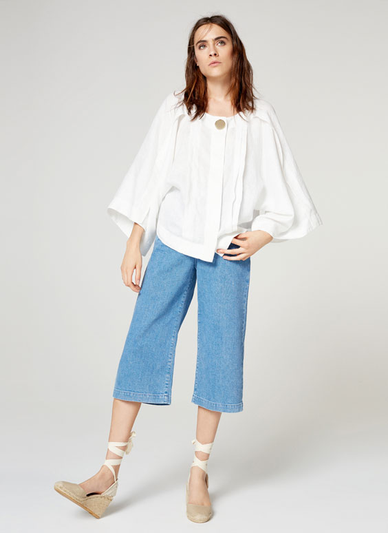 Linen shirt with large pin