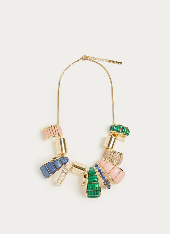 Necklace with multicoloured gem pieces