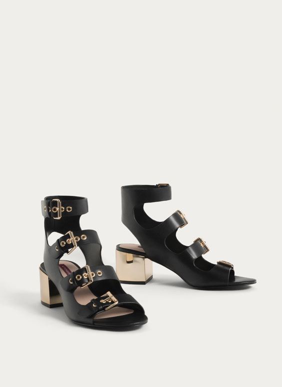 Strappy sandals with buckles