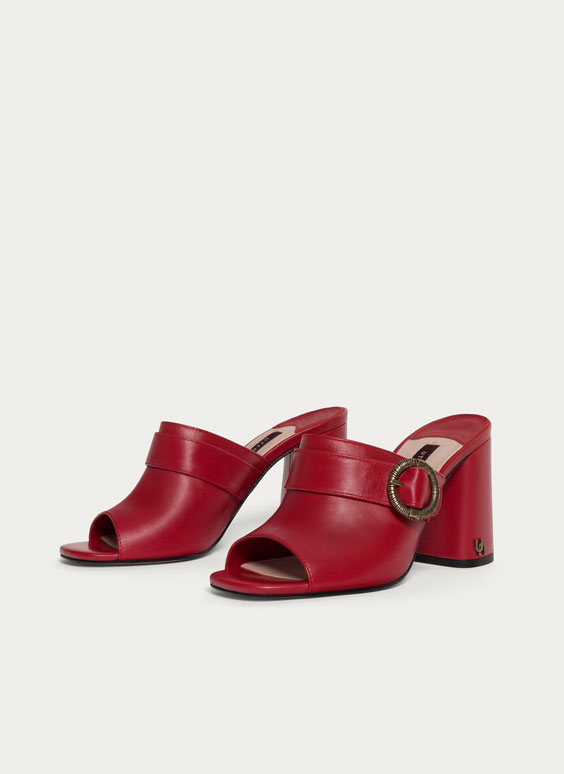 Leather mules with buckles