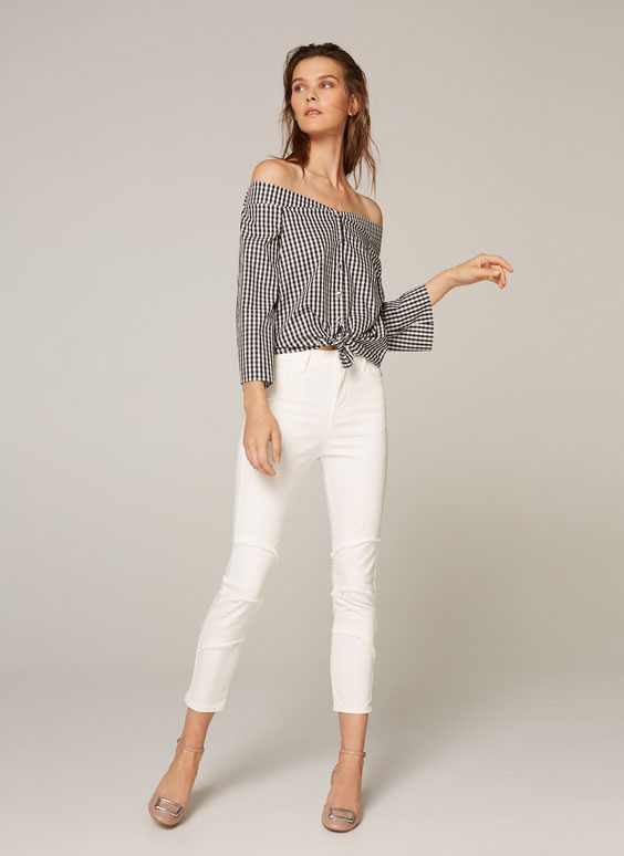 Jeans with fringed knees