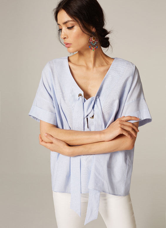 Linen shirt with grommets