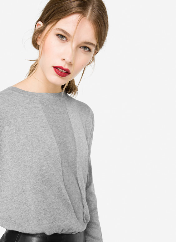 Basic sweater with central detail