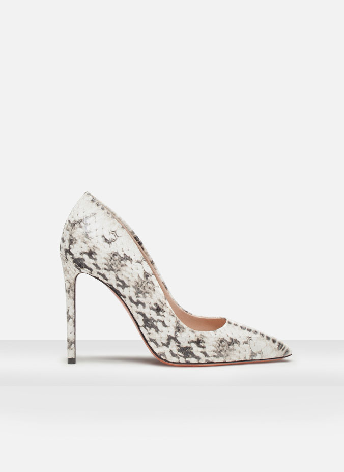 http://www.uterque.com/es/es/calzado/zapatos-tac%C3%B3n/sal%C3%B3n-estampado-made-in-italy-c96539p5336395.html?color=202