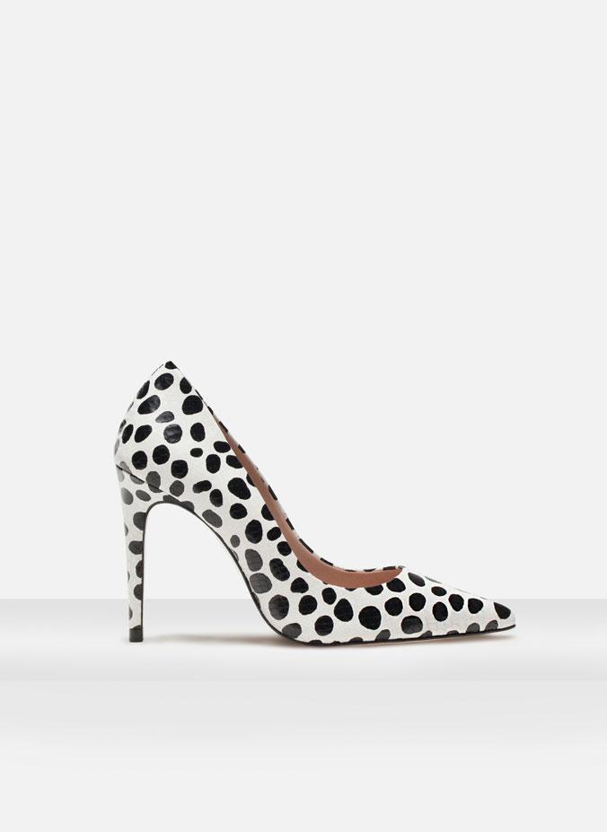 http://www.uterque.com/es/es/calzado/zapatos-tac%C3%B3n/sal%C3%B3n-estampado-c96539p5567001.html?color=001