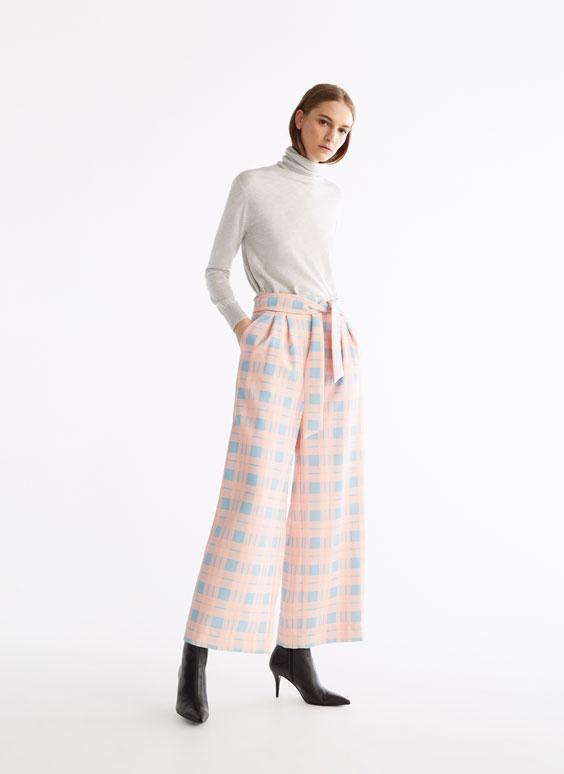 Pantalón rosa con cuadro tartán