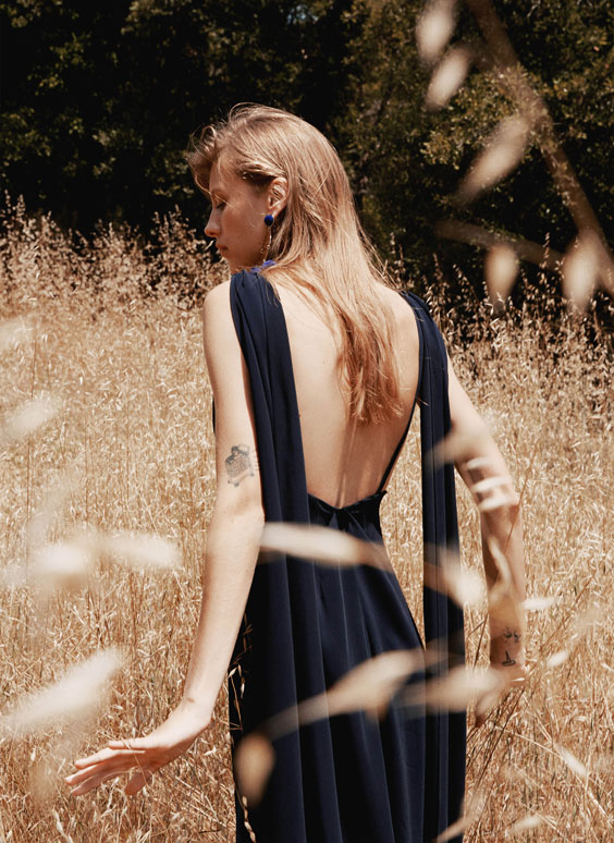 Sukienka z długimi wiązaniami