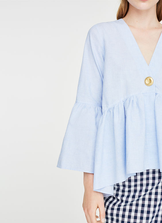 Голубая льняная рубашка