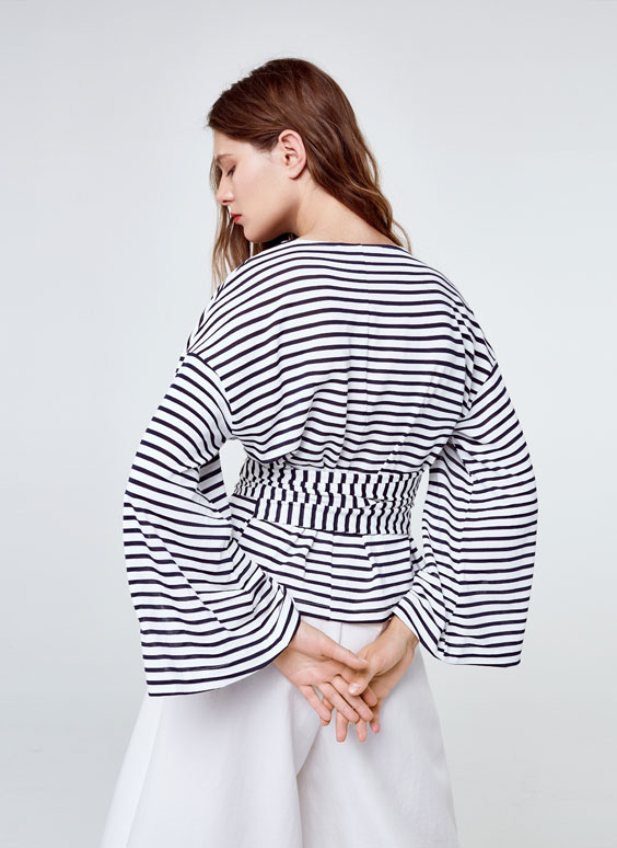 Striped T-shirt with bow