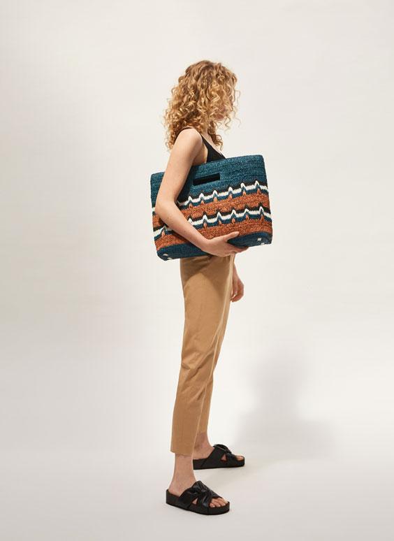 Чанта със зигзагообразен мотив