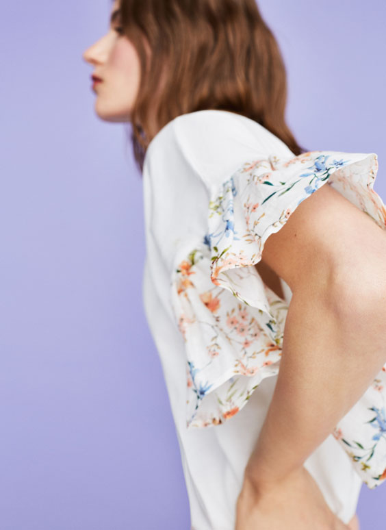 T-shirt with floral print ruffles