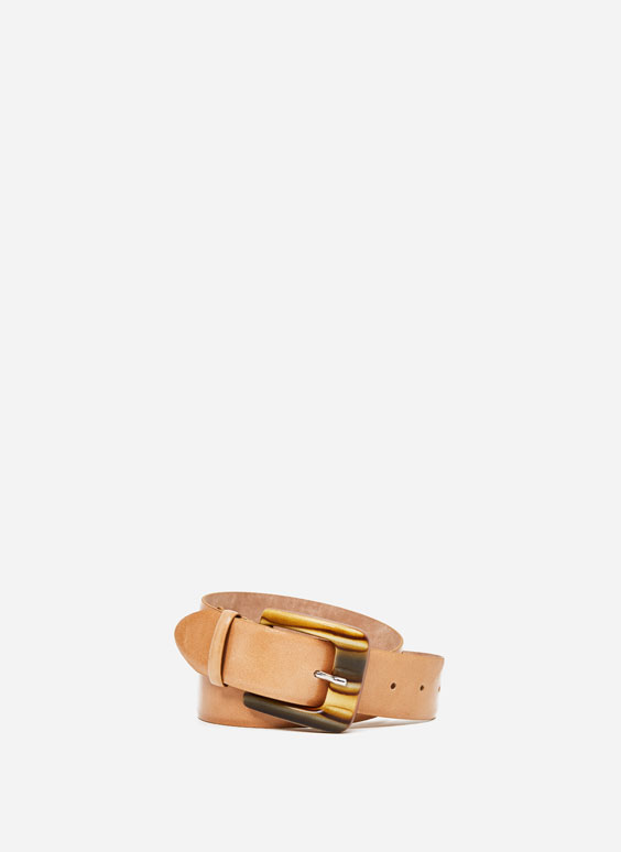 Belt with tortoiseshell-effect buckle
