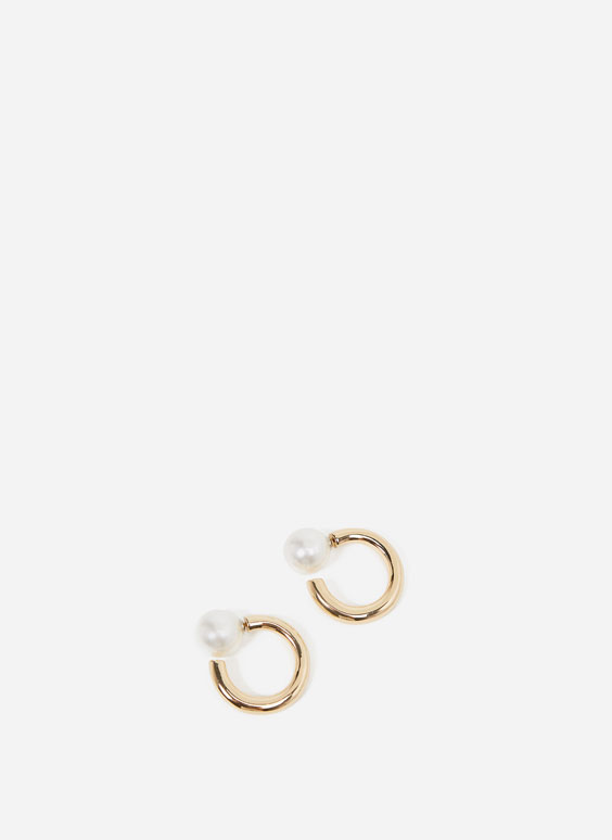 Hoop earrings with pearl beads