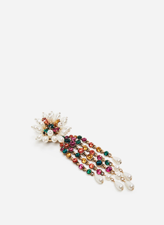Flower brooch with little pearls