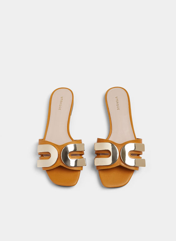 Sandales plates pièces décoratives