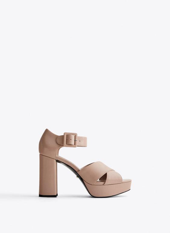 Nude sandály na platformě