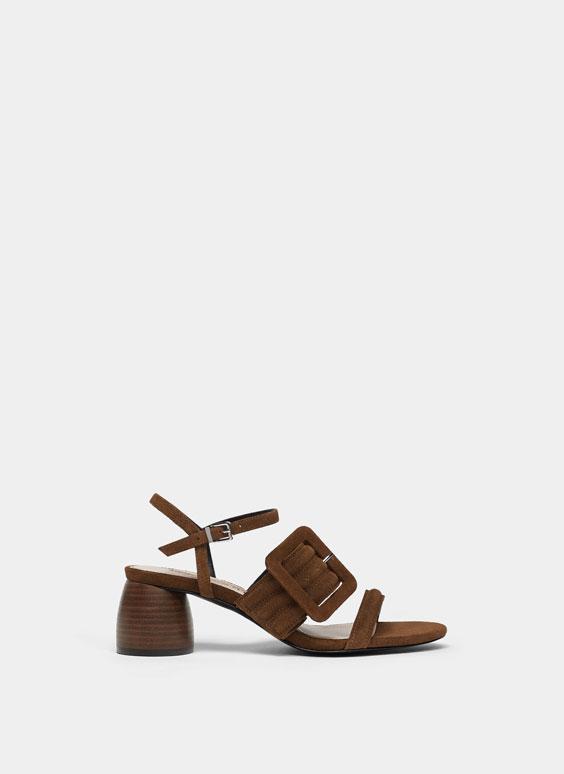 Sandalo in pelle scamosciata con fibbia