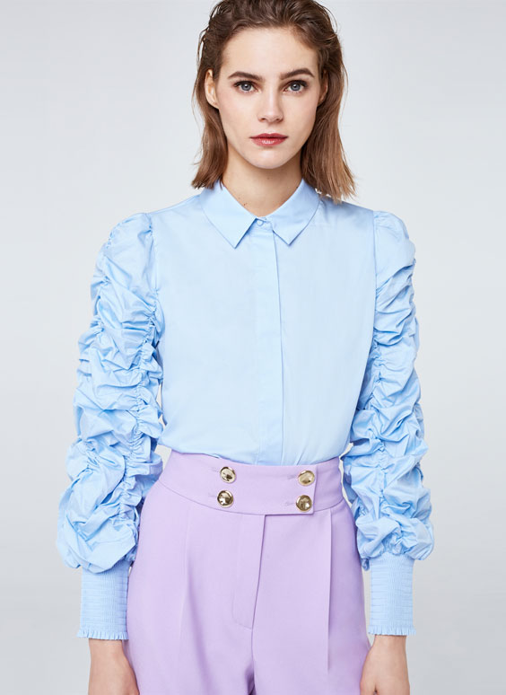 Poplin shirt with gathered sleeves
