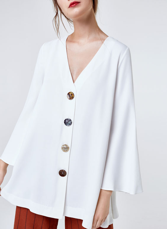 Shirt with mother-of-pearl buttons
