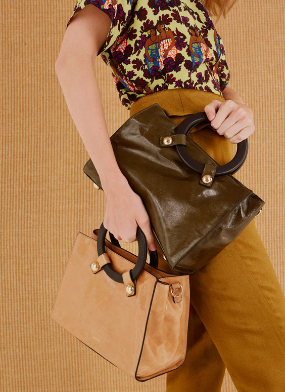 City bag with wooden handles