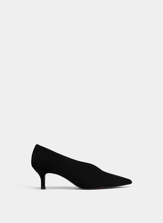 Black mid-heel shoes