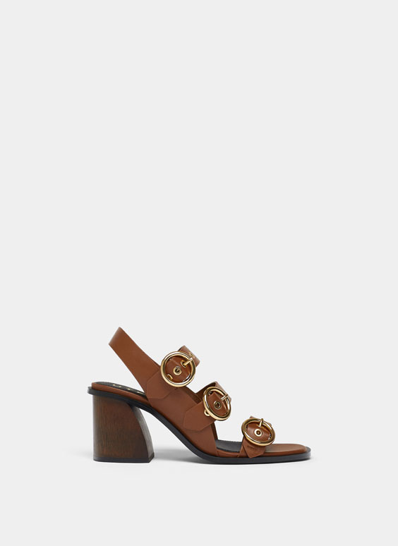 Camel-coloured sandals with straps