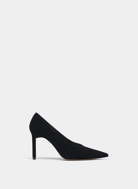 Black high heel court shoes.