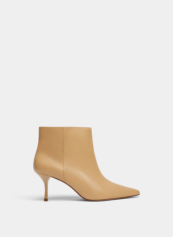 Ecru ankle boots with wide leg