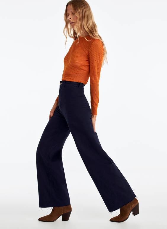 Wide-leg jeans with seamless detail