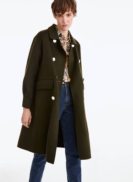 Coat with sheepskin collar