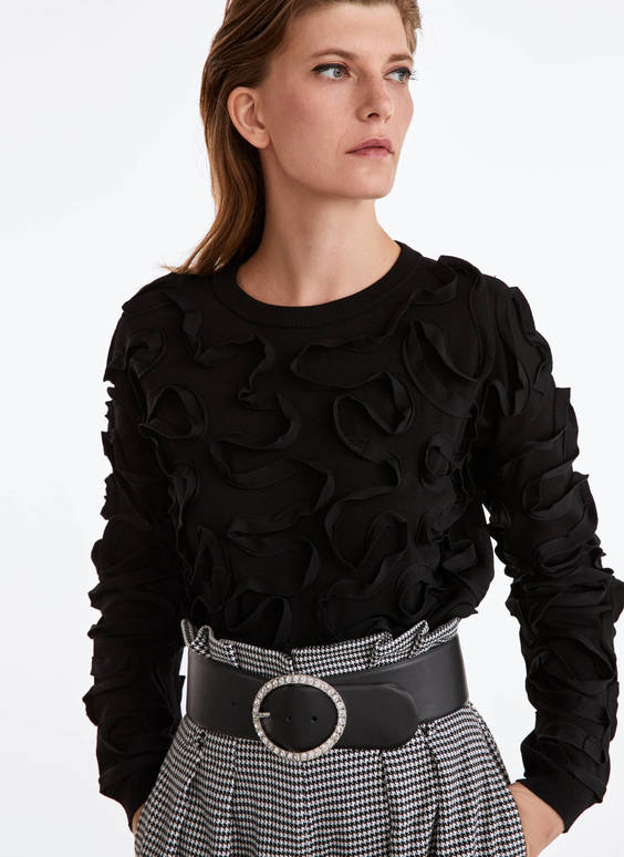 Sweater with superimposed ribbons