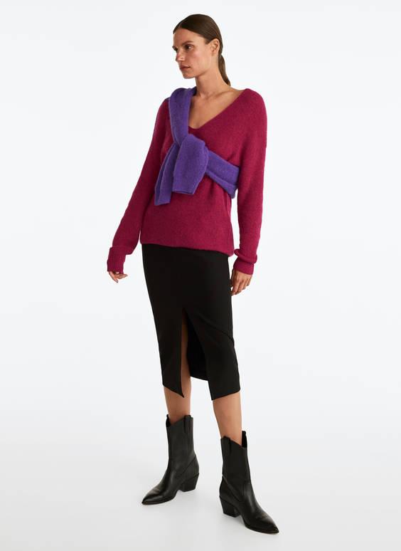 Megztinis su trikampe iškirpte