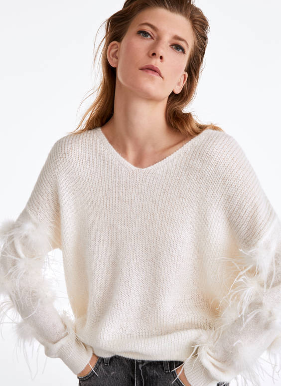 V-neck sweater with feathers