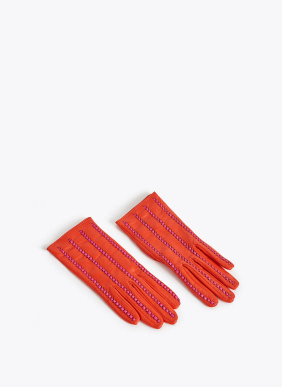Seamed gloves