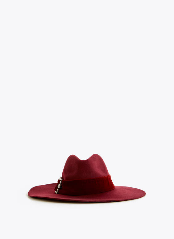 Wool hat with bejewelled buckle