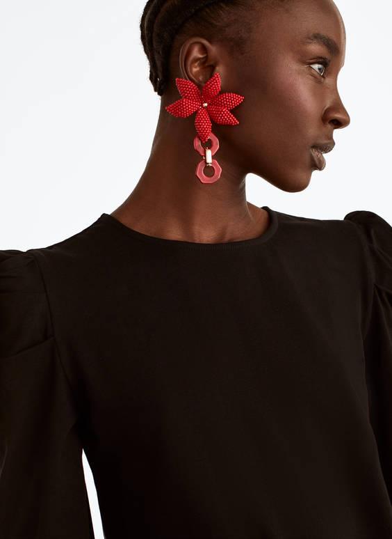 Ohrringe mit roter Blume