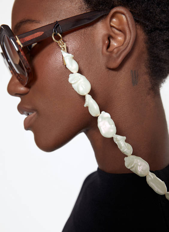 Faux pearl glasses chain