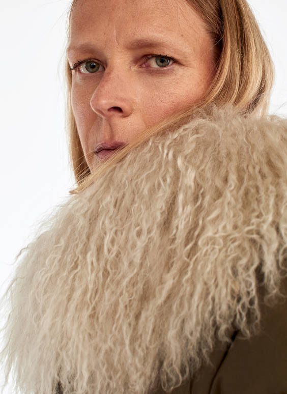 Puffer jacket with sheepskin collar