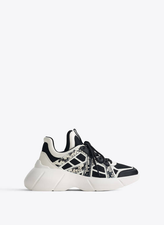 Contrast print trainers