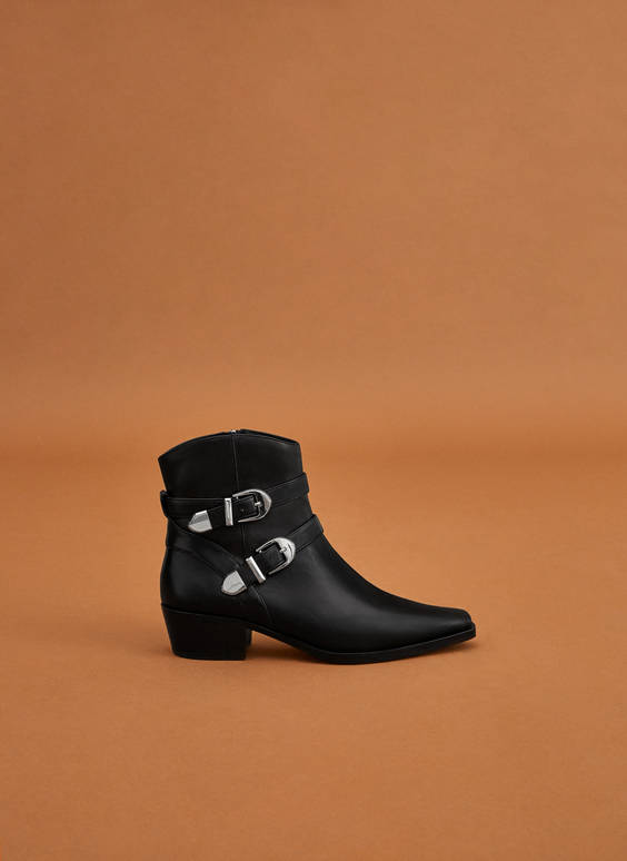 Leather ankle boots with buckles