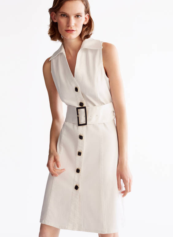 Kleid mit Knöpfen