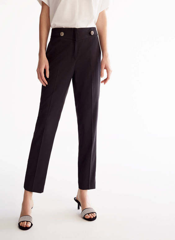Straight-cut trousers with buttons