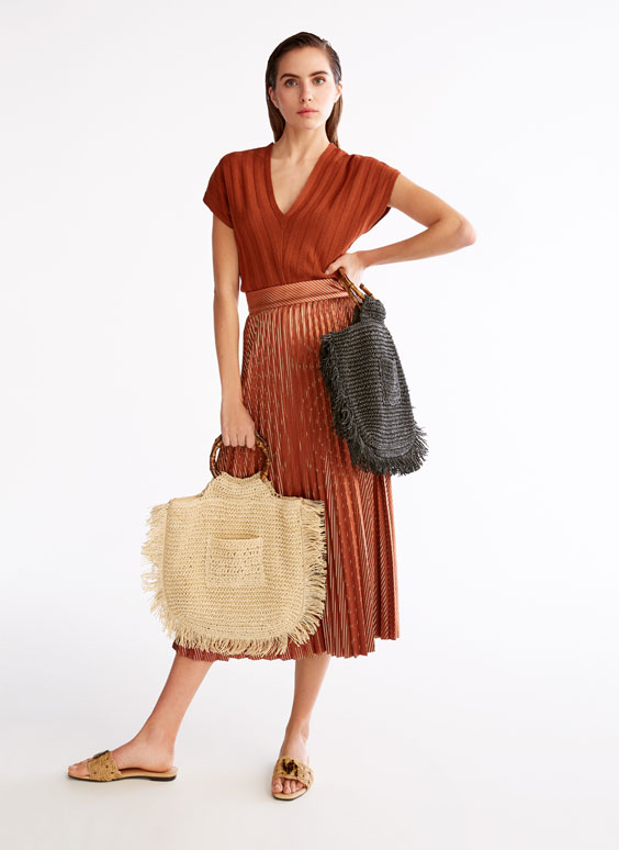 Bucket bag with bamboo handle