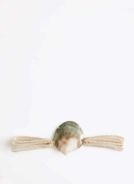 Stretch belt with seashell