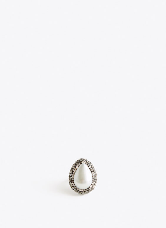 Pearl bead teardrop ring