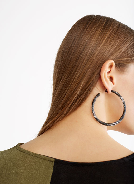 Caviar hoop earrings