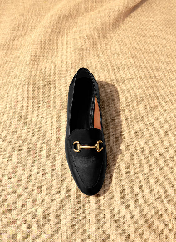 Leather loafers with chain link