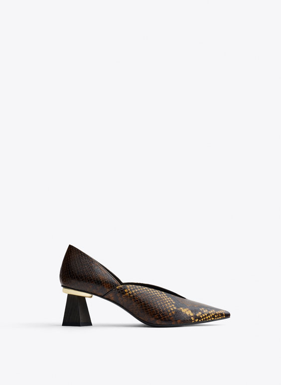 Print court shoes with wooden heels