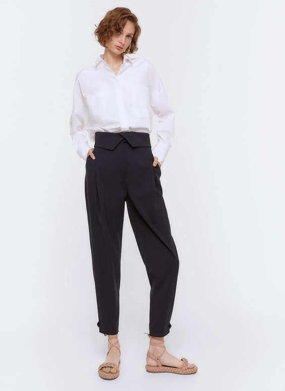 Trousers with an adjustable ankle